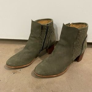 Jack Rogers Booties - gently used - size 5